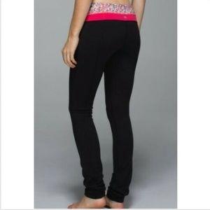 Lululemon Skinny Groove Pant in Black/Pink Floral